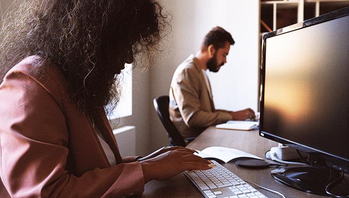 Liefde Op De Werkvloer | Kan Een Werkgever Een Liefdesrelatie Verbieden? | Blog | Nova Legal